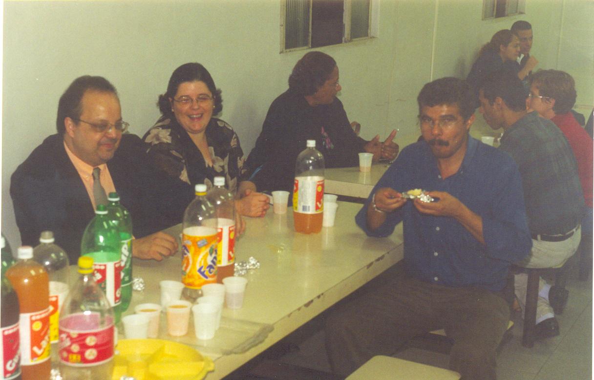Nossa história | Na imagem, à frente, Rev. Dráusio Piratininga Gonçalvez (pastor da IPD entre 2003 e 2007) e sua esposa Lia e Presbítero Pedro Albuquerque (em memória) | Foto: arquivo histórico IPD